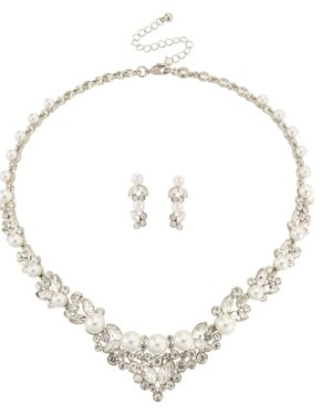 Chic Pearl Necklace Set